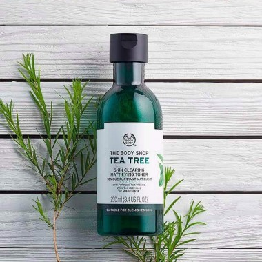 Sữa Rửa Mặt The Body Shop Tea Tree Skin Clearing Facial Wash  250ml